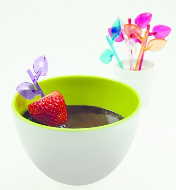 misky a napichovatka v pastelovych barvach