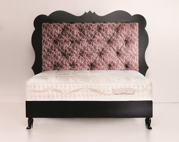 """Vlajková loď kolekce """"Secrets d´Alcoves"""" luxusní postel Romance"""