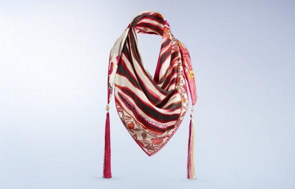 d186d62ca5f Milovnice luxusních doplňků by si rozhodně neměly nechat ujít novou kolekci hedvábných  šál Louis Vuitton. Nadčasový design předurčuje šály k potěšení z ...