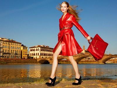 ... sobě mistrně snoubí eleganci a pohodlí. S italskou módou nikdy  neuděláte krok vedle. Nebudete působit ani fádně f0bb1d4444
