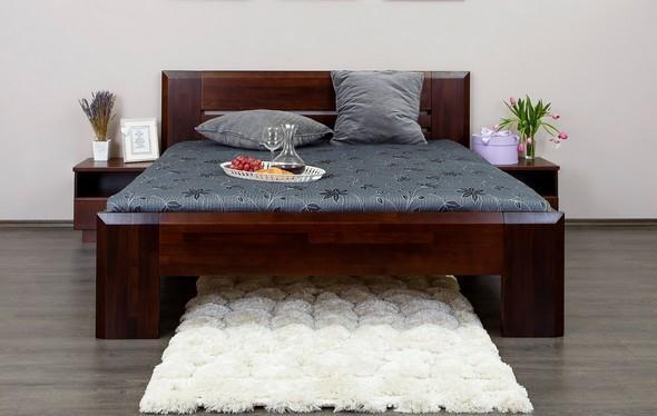 Dřevěná postel Cornyab z masivu