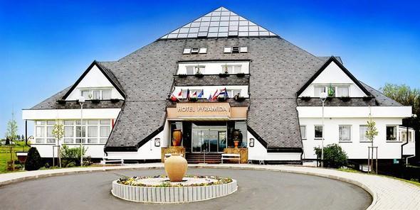 lazensky hotel Pyramida